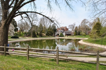 pond-viewing-carriage-house.jpg